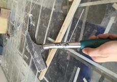 Dieser TÜV-geprüfte Hammer war schwächer als ein Nagel.
